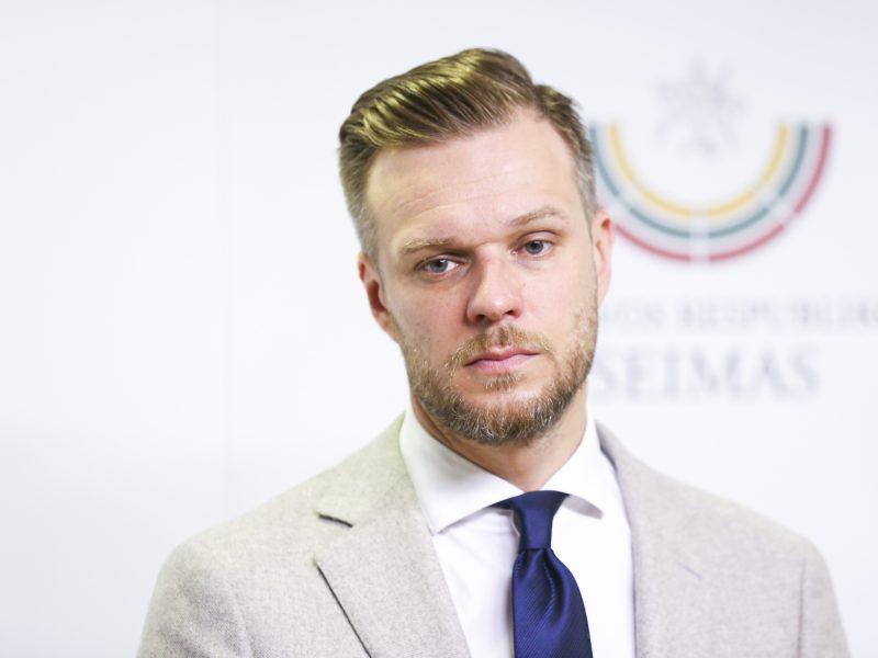 """Ministras: Lietuva sieks papildomų sankcijų """"Belavia"""", šiai dalyvaujant migrantų gabenime"""