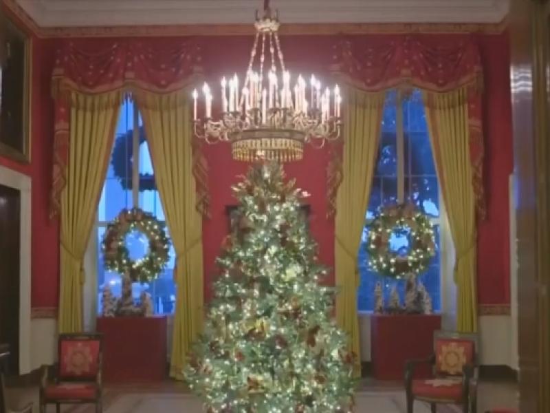 """M.Trump pasidalino """"patriotiškomis"""" Baltųjų rūmų kalėdinėmis dekoracijomis"""