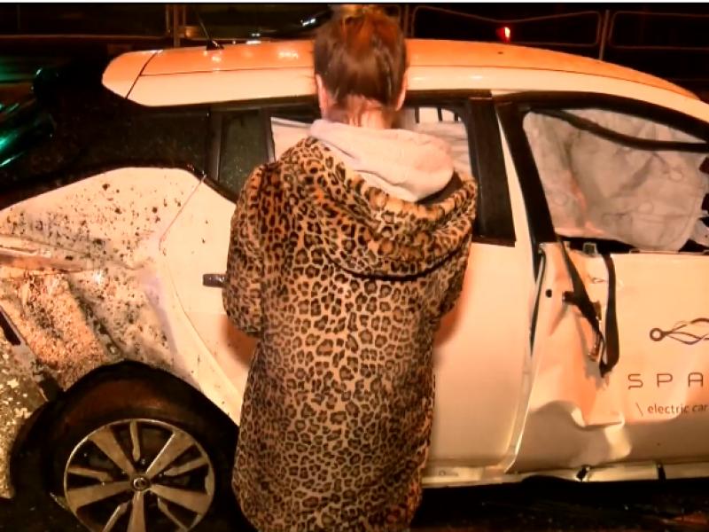 Vilniuje nevaldomas elektromobilis išvartė tvoras