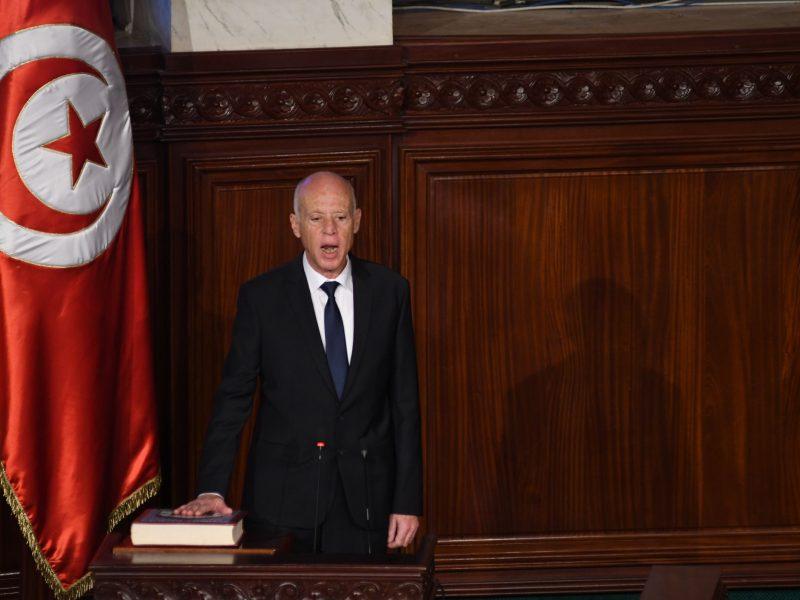 Tunise prisaikdintas naujasis prezidentas K. Saiedas, netikėtai laimėjęs rinkimus