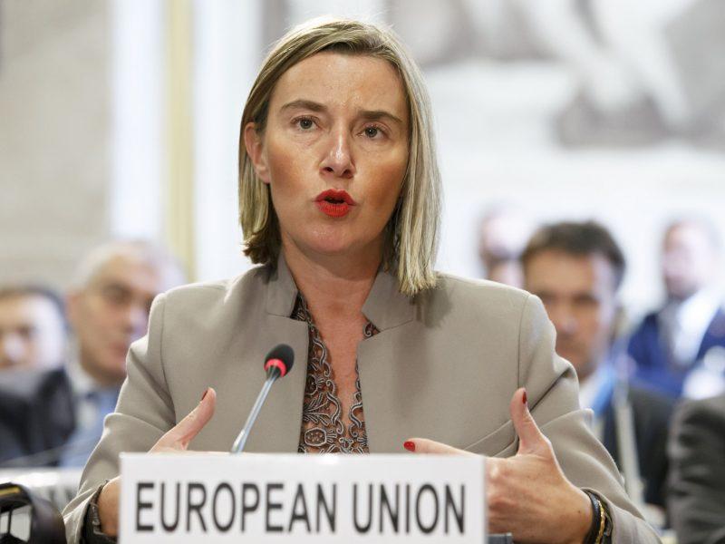 ES ir Rusijos diplomatijos vadovai aptarė incidentą Kerčės sąsiauryje