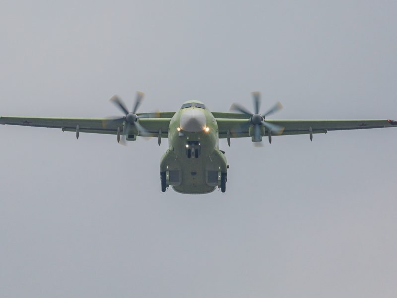 Rusijoje pradėtas tyrimas dėl piloto, leidusio keleivei sėsti už šturvalo