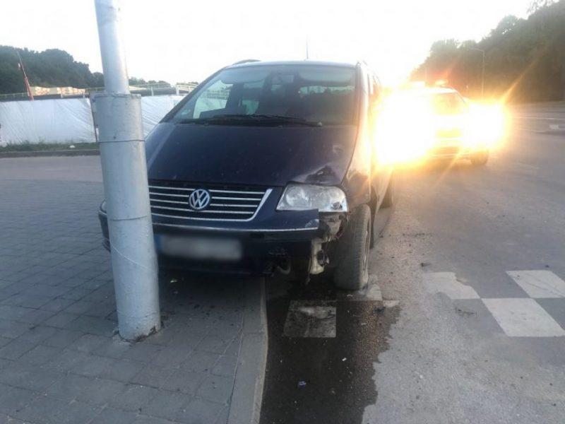 "Jonavos gatvėje susidūrė ""Volkswagen"" ir ""Škoda"""