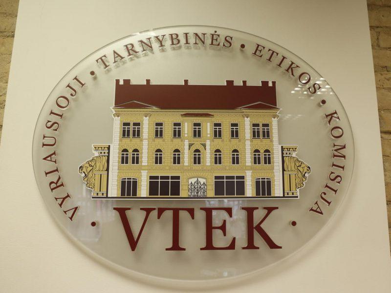 """VTEK tirs buvusio """"Registrų centro"""" Sertifikatų centro vadovo elgesį"""