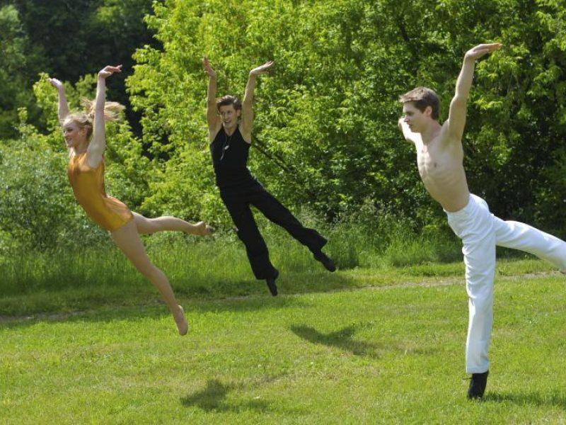 Pozityvumo, bitlų muzikos ir modernaus baleto sintezė