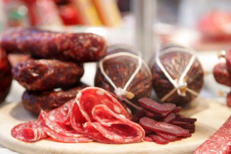 Kodėl vertėtų mažiau valgyti rūkytos ar vytintos mėsos