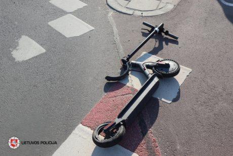 Per parą keliuose sužeisti penki žmonės: vienas sužeistasis – paspirtuko vairuotojas