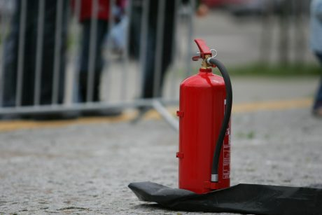 Tauragėje gesindamas automobilį apdegė vyras