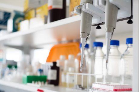 Santaros klinikose pradedama rūpesčių keliančių viruso atmainų paieška