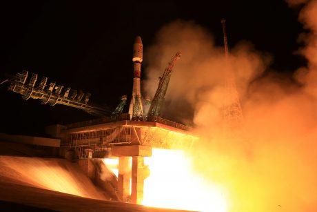 """Rusų raketa """"Sojuz"""" iškėlė 34 naujus JK palydovus"""