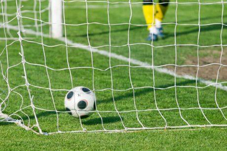 Alytaus miesto planuose – dengtas futbolo maniežas