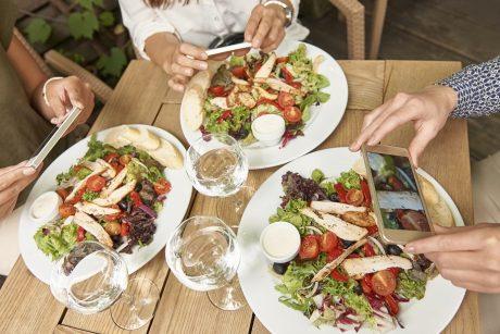 Gydytoja dietologė: maisto demonizuoti nereikia
