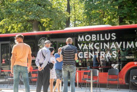 Mobilūs skiepų autobusai spartina vakcinacijos tempus daugelyje šalies vietovių