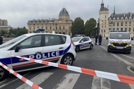 Paryžiaus policija sulaikė pneumatiniu šautuvu į praeivius šaudžiusį vyrą