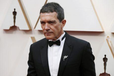 Virusas neaplenkia ir žvaigždžių: aktorius A. Banderasas pranešė užsikrėtęs COVID-19