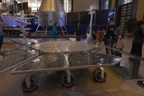 Pirmasis Kinijos marsaeigis sėkmingai nusileido Raudojoje planetoje