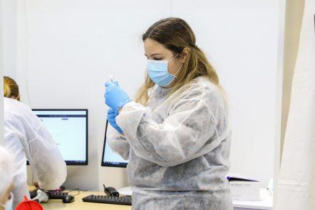 """Lietuva sulaukė 22-osios """"Pfizer-BioNTech"""" vakcinos siuntos, joje – per 100 tūkst. dozių"""