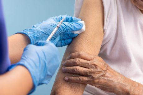 """Kauno medikų tyrime – nauji duomenys apie """"Pfizer"""" vakcinos efektyvumą ir šalutinį poveikį"""
