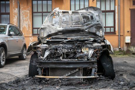 Kaune siaučia padegėjai: supleškintas automobilis ir sandėliuko durys