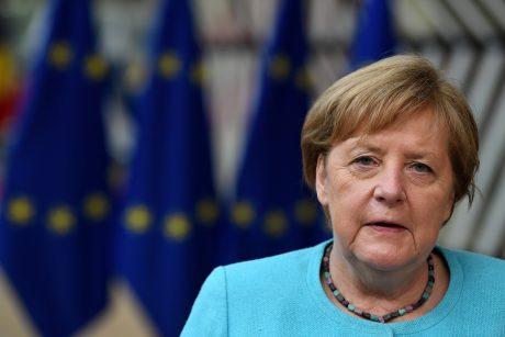A. Merkel: europiečiai vaikšto plonu ledu, plintant koronaviruso delta atmainai