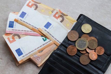 Ministerija siūlo papildomas socialines garantijas bedarbiams