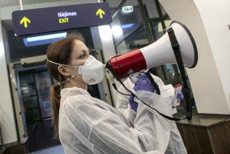 Sveikatos specialistai sako, kad sugriežtinta tvarka keliautojams veikia sklandžiai