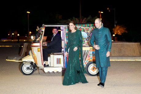 Britų princas Williamas ir Kate pradėjo penkių dienų viešnagę Pakistane