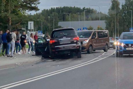 Vilniuje susidūrus keturiems automobiliams, nukentėjo vienas žmogus