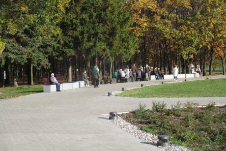 Draugystės parke – bobų vasara besidžiaugiančių kauniečių antplūdis (nuotraukos)