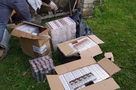 Ūkiniame pastate pareigūnai aptiko 2243 pakelius kontrabandinių cigarečių