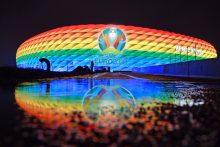 """Vokietija: UEFA siunčia """"blogą signalą"""" neleisdama apšviesti arenos vaivorykštės spalvomis"""