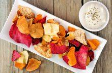 Mėgstate daržovių traškučius? Pasigaminkite jų namuose <span style=color:red;>(receptai)</span>