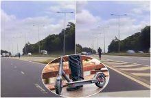 Užfiksavo išskirtinį vaizdą: judriame greitkelyje važiavo paspirtuku <span style=color:red;>(vaizdo įrašas)</span>