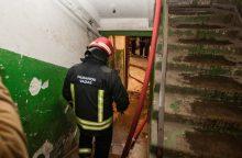 Vilniaus daugiabutyje kilo gaisras: žuvo moteris <span style=color:red;>(atnaujinta)</span>